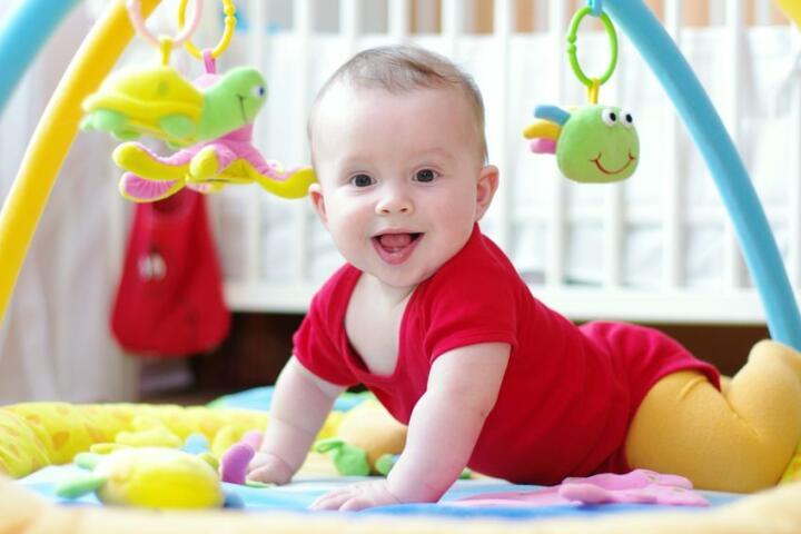 Il bambino di 7 mesi