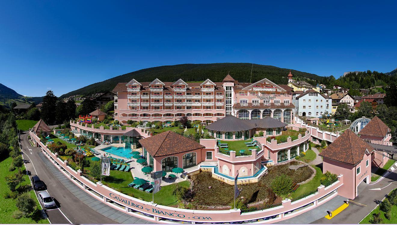 Al Family Hotel Cavallino Bianco Di Ortisei Una Vacanza