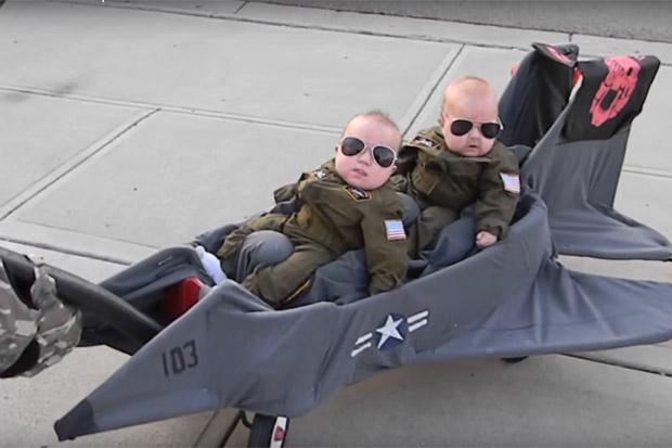 costume-carnevale-passeggino-aereo-top-gun