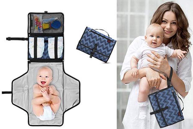 Quando si viaggia con un bebè avere un fasciatoio da viaggio che si apre e  si chiude e che contiene tutto l occorrente per il cambio 1b9c5408f7f6