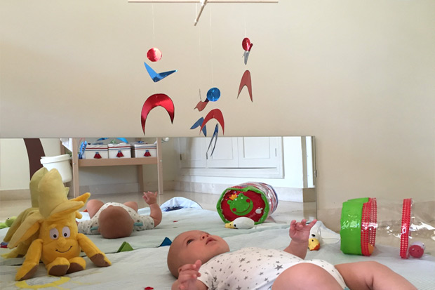 Metodo montessori giochi fai da te per neonati attivit 0 6 mesi periodo fertile - Camera montessori ...