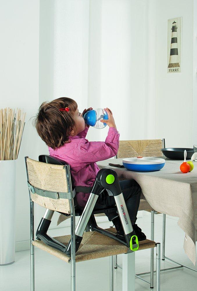 Il rialzo sedia per mangiare la pappa a tavola
