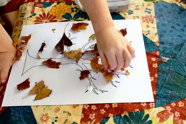 Lavoretto con foglie autunnali