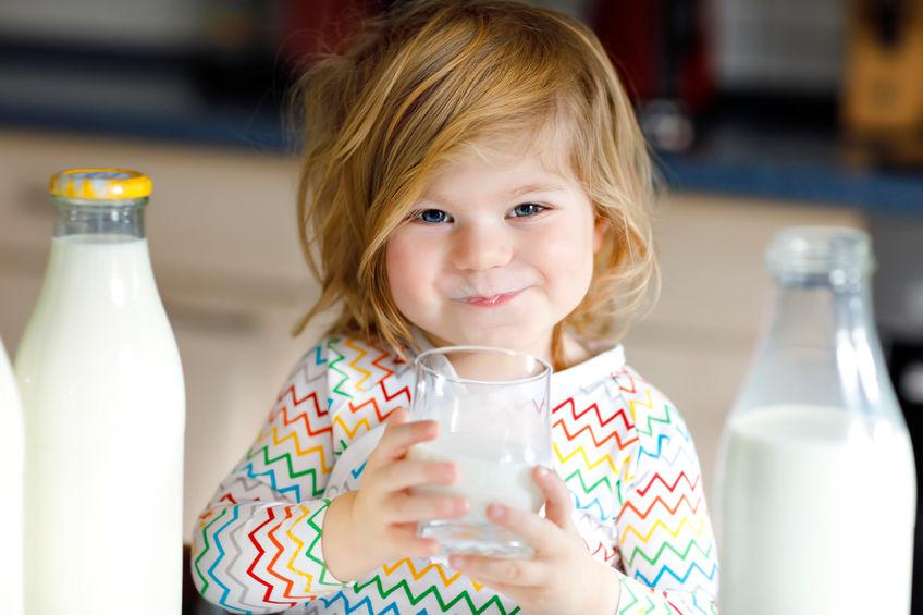 los beneficios de la leche en el bebé