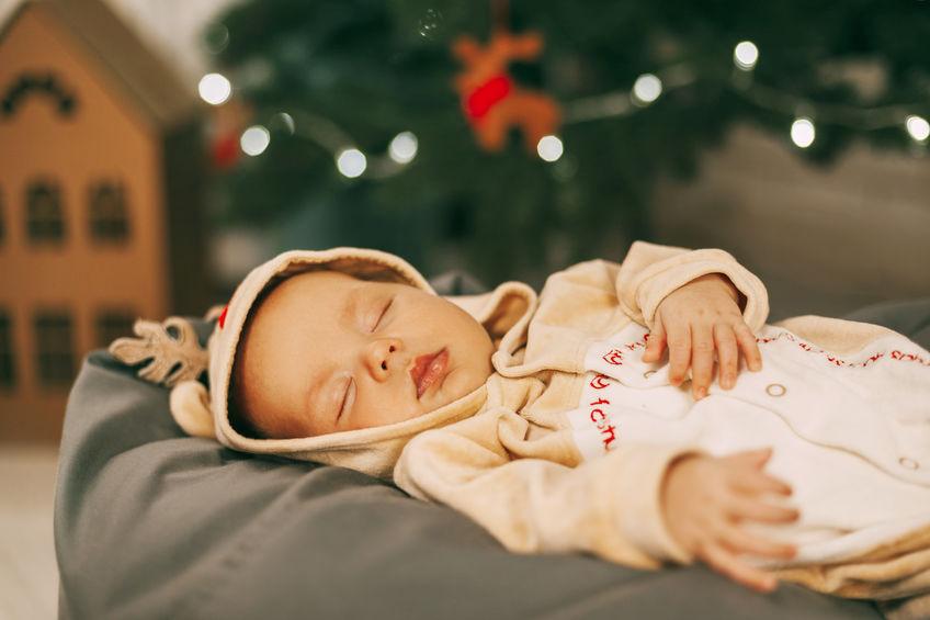vestire un neonato a natale